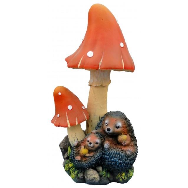 Скульптура «Ежи под грибом» лежат