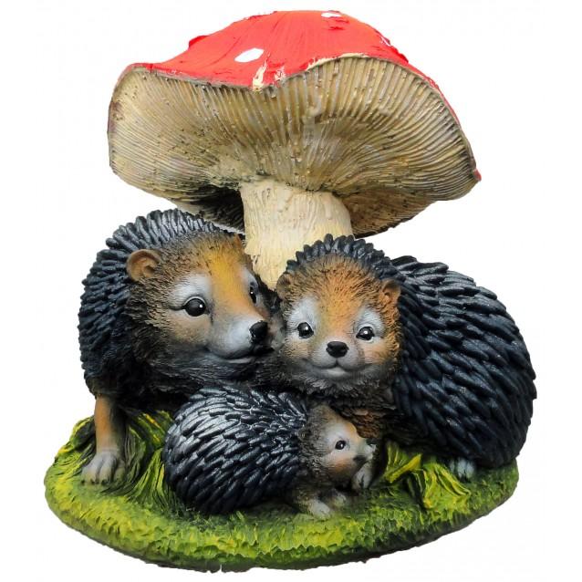 Скульптура «Ежи семья под грибом»
